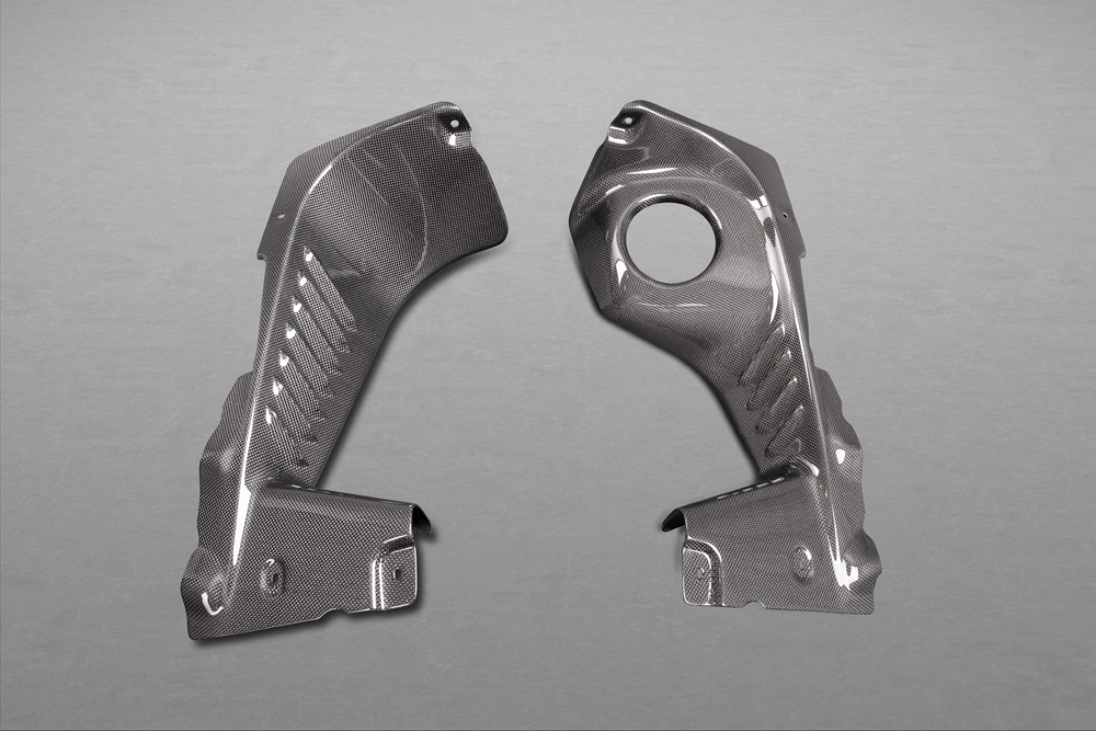 Motorraum Seitenverkleidung Carbon (matt lackiert)